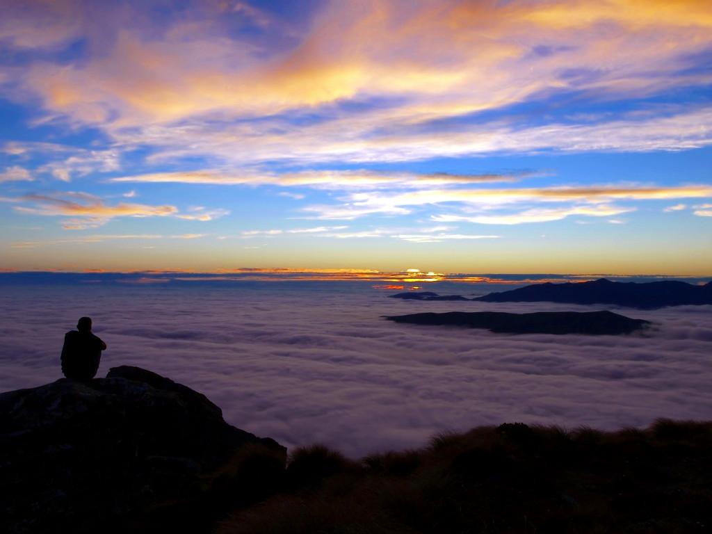 Hump Ridge Track ~ Clouds above and below